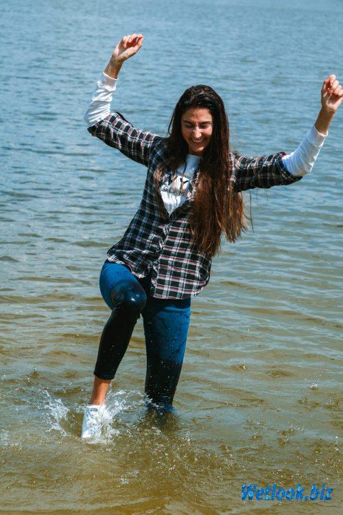Wetlook girl photo 2 Roxana 2/21