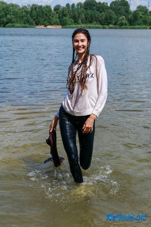 Wetlook girl photo 7 Roxana 2/21