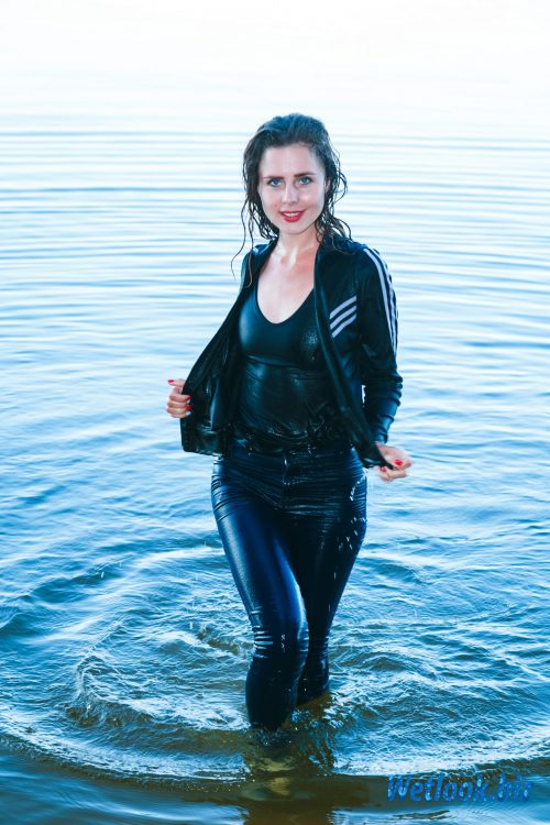 Wetlook girl photo 6 July 4/21