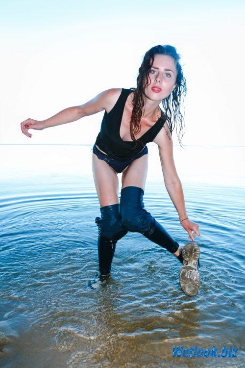 Wetlook girl photo 8 July 4/21