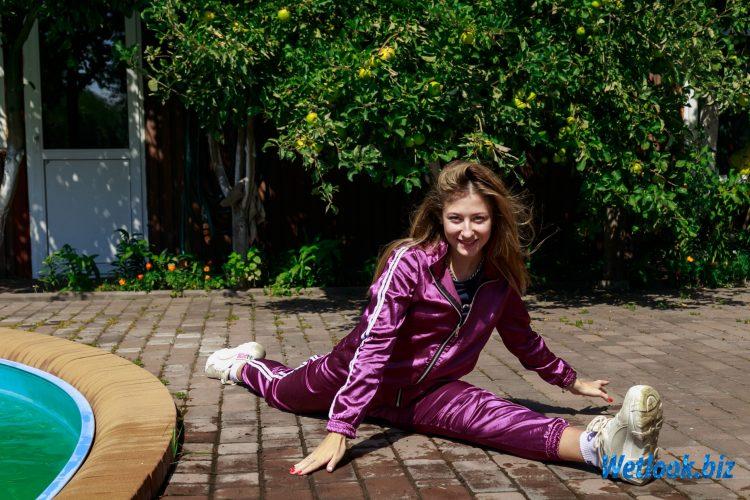 Wetlook girl photo 2 Roxy 2/21